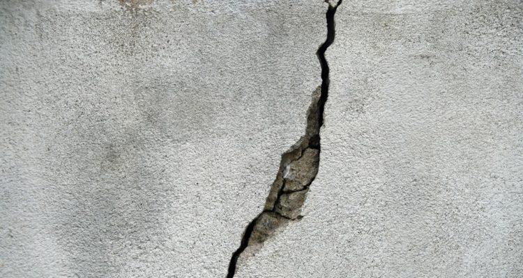 Best Concrete Crack Filler: Repairing & Sealing Cracks Quickly